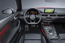 audi a5 cabrio innenraum lenkrad sitze cockpit motorblock