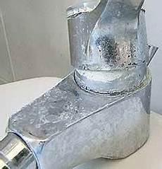 calcare rubinetto come eliminare le incrostazioni di calcare dai rubinetti