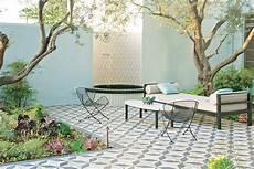 Desain Patio Taman Belakang Rumah Impian Cantik