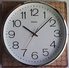 jam dinding sakana 080p putih k