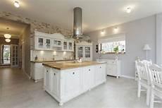 Küche Modern Landhaus - homestory 252 ber moderne landhausk 252 che massiv aus holz