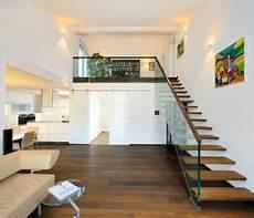 Beleuchtung Galerie Luftraum - bungalow ederer baufritz galerie mit offener treppe