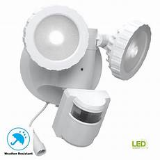 defiant 180 degree white solar powered motion activated outdoor integrated led flood light dfi