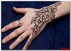 Contoh Gambar Bunga Henna Di Tangan Gambar Bunga