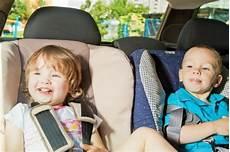 lange autofahrt mit baby lange autofahrten mit baby und kindern