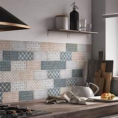 embellir sa cuisine moderne avec un carrelage bleu leroy