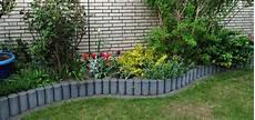 Rasenkantensteine Verlegen Ohne Beton - rasenkante setzen perfekter 220 bergang zwischen beet und