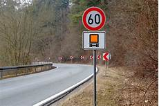 lkw geschwindigkeit landstraße gilt das verkehrsschild auch f 252 r mich auto