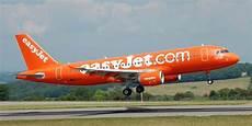 billet d avion lyon porto easyjet 30 000 billets d avion 224 25 au d 233 part de la