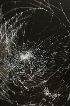 Prank Wallpaper april fools the broken screen wallpaper prank for iphone