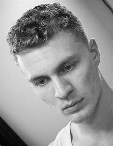 40 modern men s hairstyles for curly hair that will