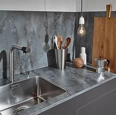 arbeitsplatte holz grau k 252 chenr 252 ckwand aus glas stein holz laminat oder metall