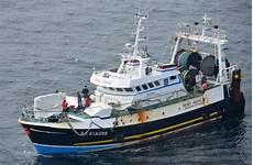 un p 234 cheur 233 vacu 233 devant boulogne sur mer mer et marine