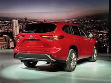 toyota new highlander 2020 toyota rolls out new and improved highlander for 2020