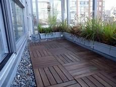 balkon bodenbelag holz wood tiling wooden floor on the balcony interior