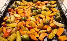 Ofengemüse Mit Kartoffeln - kartoffeln und gem 252 se aus dem ofen einfach bewusst