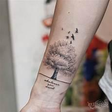 Baum Des Lebens Handgelenk - 30 mystische baum tattoos baum designs