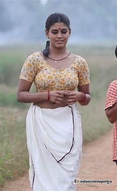 iniya malayalam in white blouse iniya navel show stills cine actrez