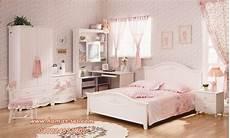 Kamar Tidur Nuansa Klasik Anak Perempuan Pink Putih