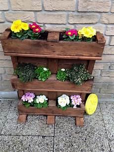 pot de fleur en palette deco jardin avec palette en bois