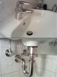 waschbecken rohr reinigen waschbecken siphon undicht abfluss reinigen mit