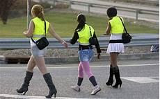 Les Prostitu 233 Es Espagnoles Contraintes De Porter Le Gilet
