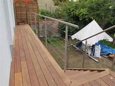rambarde inox mise en oeuvre sur un balcon en bois