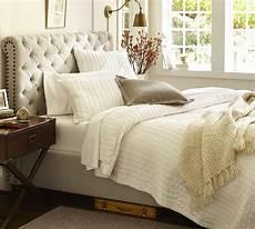 Kopfteil Bett Gepolstert - chesterfield upholstered bed headboard pottery barn