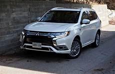 Mitsubishi Outlander 2019 - suv review 2019 mitsubishi outlander phev driving