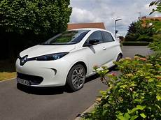 voiture occasion eligible prime conversion renault zoe zen 2013 blanc nacre eligible prime a la conversion