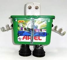 robot en material reciclable m 225 s de 25 ideas incre 237 bles sobre robot con material robot reciclado de pet robot reciclado de pet exposici 243 n de rob 243 tica