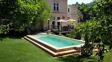 Mediterraner Garten Mit Swimmingpool