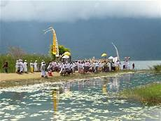 turisti per caso indonesia funerale viaggi vacanze e turismo turisti per caso