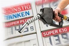 Benzinpreisvergleich Wann Ist Der Sprit Am G 252 Nstigsten