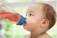 Urin Riecht Sauer - erbrechen bei babys ursachen symptome und behandlungstipps