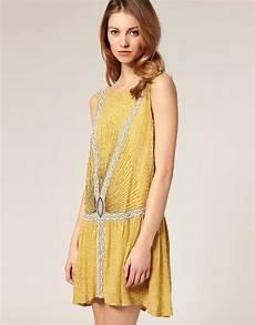 robes annees 20 asos asos salon robe style 233 es 20 orn 233 e de perles chez asos