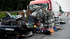 Unfall Auf A12 Identit 228 T Eines Toten Weiter Unklar