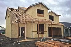 single haus bauen prisoners help build prefab homes in the uk curbed