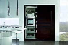 küche mit schiebetür hochschrank mit schiebet 252 r in dunkelbraun