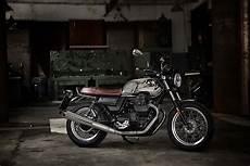 news moto 2018 moto guzzi unveils new v7 iii for 2018 autoevolution