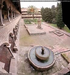 zisterne und brunnen im brunnen und zisterne im kreuzgang des monestir de