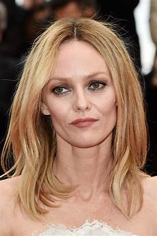 vanessa paradis medium layered cut shoulder length