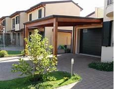 tettoia per giardino tettoia in legno addossata su misura amalegno
