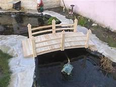 petit pont de bois pour bassin materiel de bassins