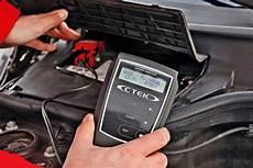 autobatterie wechseln wie oft autobatterie laden anleitung tipps autobild de