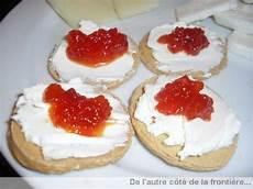 de l autre coté de la porte toasts fromage frais poivrons confits de l autre c 244 t 233 de