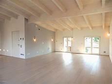 soffitto travi soffitto con travi a vista illuminazione per soffitto con
