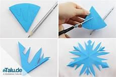 schneeflocken aus papier basteln scherenschnitt