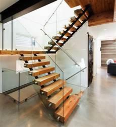 escalier bois design designs d escalier suspendu le look du loft moderne