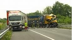 Anc Newswire De A61 Autobahn Nach Lkw Unfall Gesperrt